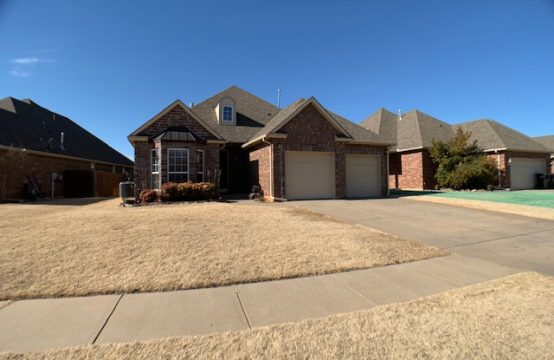 1009 Ashwood Lane Moore, OK 73160